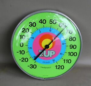 Vintage 1970s  7Up thermometer glass near mint , no rust , nice
