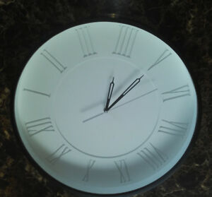 """Horloge Torre & Tagus Collection Wall Clock 19"""""""