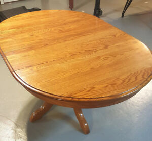 Dining Table North Carolina Solid Oak wood with chairs
