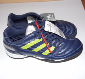 New! ADIDAS size 7 Women Football / Soccer Shoes