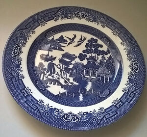 """BLUE WILLOW 9 1/2"""" PLATE Churchill Staffordshire"""
