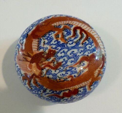 19th C. JAPANESE IMARI PORCELAIN DRAGON LIDDED BOX, MEIJI PERIOD (1868-1913)