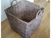 Log / toy basket