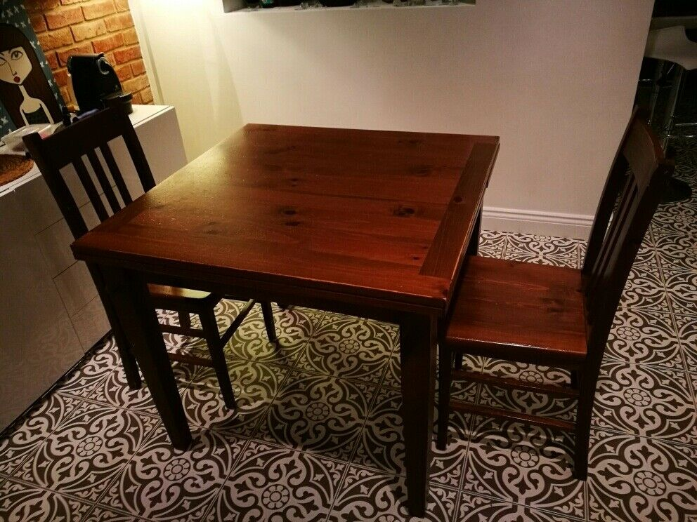Extendable dining table and two chairs