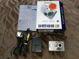 Sony DSC - W50 Cybershot digital camera