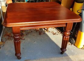 Victorian mahogany dining table (Extendable) - Seats 4 to 6