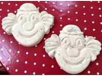 PAIR OF STONE CLOWN MASK GARGOYLES, FACE MASKS, SCARY EVIL CLOWN, WALL GARDEN ORNAMENTS