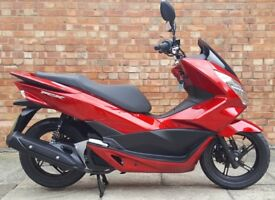 Honda PCX 125cc (16 REG), As New, Only 550 miles! (REG)
