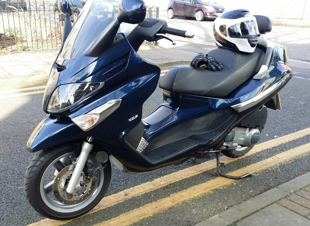 piaggio xevo sport 125cc 2008 very low mileage brand new mot in stratford london gumtree. Black Bedroom Furniture Sets. Home Design Ideas