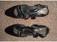 Women's/ladies black summer sandals/shoes with low heal