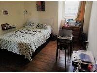 Bedroom in furnished flat near Glasgow Uni