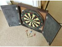 FULL SIZE DART BOARD WITH WOODEN CABINET, HALEX, CHALK SCOREBOARDS & 3 DARTS, MAN CAVE HOME BAR