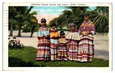 1933 Seminole Indian Family in Traditional Dress/Costume, Miami, FL Postcard - Costumes In Miami