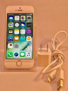 Apple iPhone 5s - 16GB - Blanc et Or ( Bell / Virgin) en parfait état !
