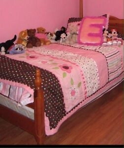 Girls Twin Comforter / Quilt  Twin bedspread and sham