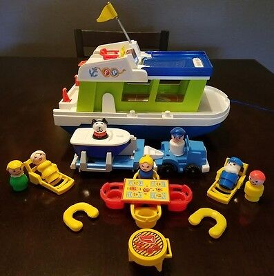 REDUCED!  VINTAGE FISHER PRICE LITTLE PEOPLE LOT!  HOUSEBOAT! CLEAN/COMPLETE