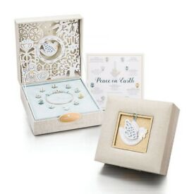 Chamilia peace on earth gift set brand new