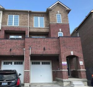 Newmarket 4bedroom 4washroom Townhouse for lease