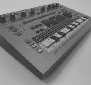Roland MC 303 Groovebox Sequencer Drum Machine