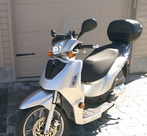 Kymco 125 large scooter