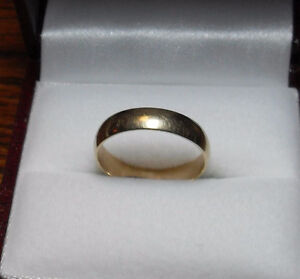 "10kt Yellow Gold Wide 4mm ""Wedding Band"" - Size 5"