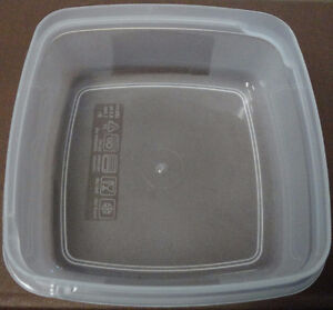 Over 300 of these 250 ml plastic containers with lids