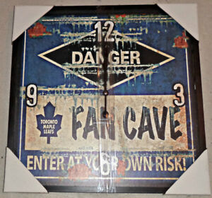 RETRO TORONTO MAPLE LEAFS 21 x 21 WOODEN FRAMED MAN CAVE CLOCK