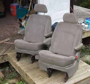 03 Caravan 2nd Row Captains Chairs