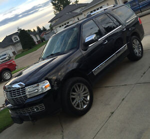 Lincoln Navigator suv - GREAT WINTER VEHICLE