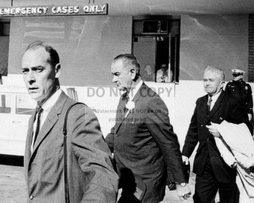 LYNDON JOHNSON LEAVES PARKLAND HOSPITAL IN DALLAS - 8X10 PHOTO (BB-864)