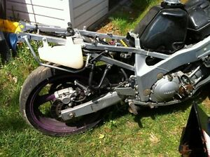 FZR600 YAMAHA 1993 PARTING OUT Windsor Region Ontario image 6