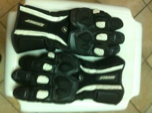 JOE ROCKET GLOVES SIZE M LIKE NEW