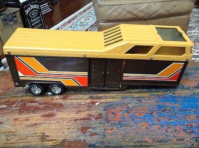 Vintage 1980's ERTL Horse Trailer With Living Quarters