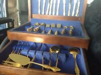 Beautiful 18-piece gold plated cutlery set