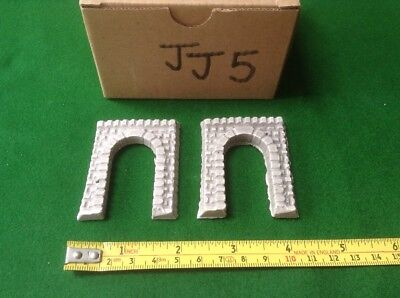 2 X Z Scale Tall Style Tunnel Mouths, Single Track, Painted