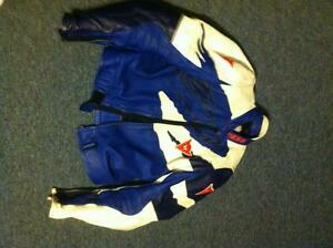 DAINESE 2 PARTS RACING SUIT SIZE 52/42 IN VERY GOOD CONDITION Windsor Region Ontario image 3