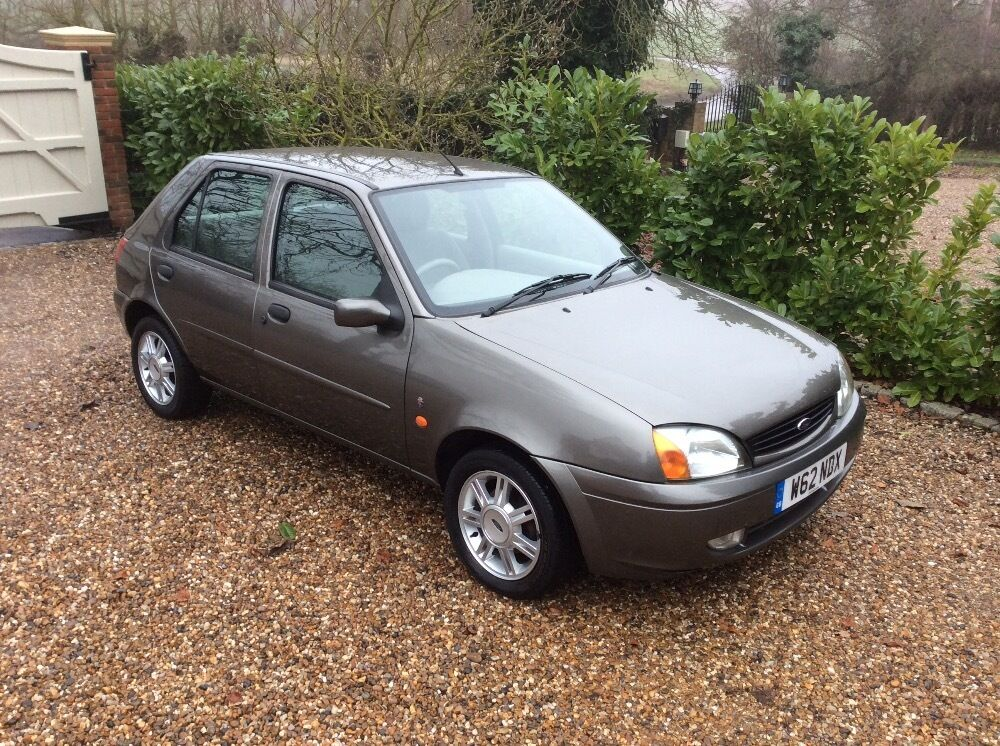 ford fiesta ghia 16v only 49k fsh silver 2000 in ongar essex gumtree. Black Bedroom Furniture Sets. Home Design Ideas