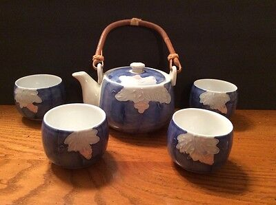 chinese Japanese teapot set 4 cups blue white porcelain no chips or cracks