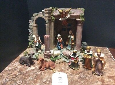 Turtle King Giovanni Roman Creche Nativity Set - Is Missing Baby Jesus