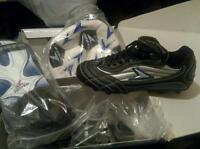 NEW : Unisex Kids Soccer shoes, pads and ball kit