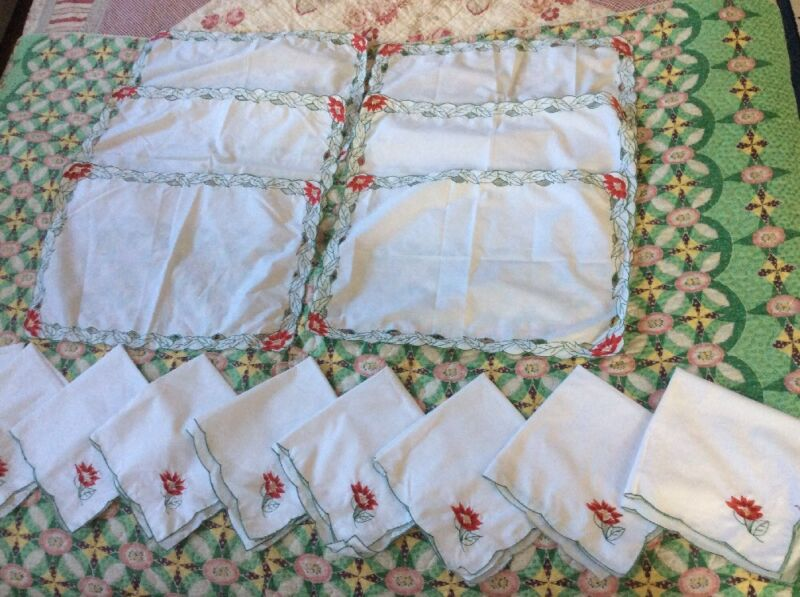 9 Embroidered Christmas Napkins And 6 Matching Placemats - Mint Vintage