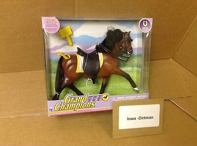 Grand Champions Stallion Collection Chestnut Horse 50090 Play Set New
