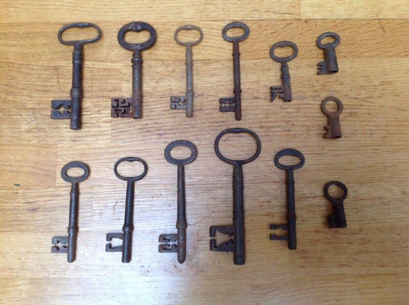 Collection Of 13 Antique Door & Safe Keys ~ Interesting Warding ~ Lock Coffer