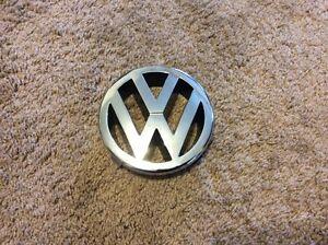 VW Jetta EMBLEM FRONT GRILLE badge 1J5 853 601 A   5,0