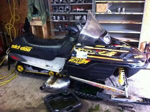 COMPLETE PART OUT 2000 Skidoo MXZ 700