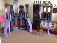 BRAND NEW IN UNOPENED BOX: GREAT PRESENT Monster High Deadluxe High School Play Set