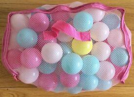 Bag of 102 multi-coloured play balls