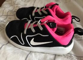 Girls Nike trainers size 8.5. Good used condition.