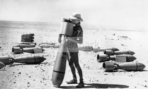 WWII photo British gunsmith prepares bombs 993