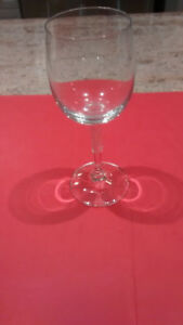 Set of 6 wine glasses.